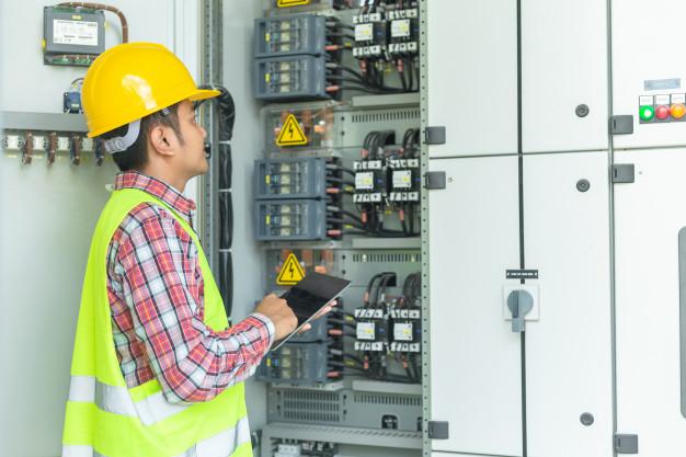 Planung , Installation und Instandhaltung von Elektroanlagen